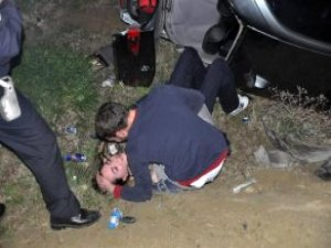 Sürücü Kazada Yaralanan Kız Arkadaşının Elini Bırakmadı