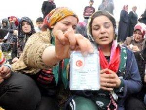 Roket Saldırısında Ölen Kadın ve Çocuk Gözyaşlarıyla Toprağa Verildi