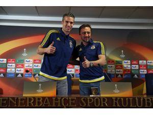 Robin van Persie: Üç kupayı da kaldırırsak mucize olur
