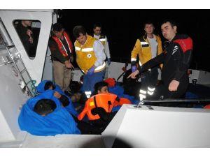 Ege'de Mültecileri Taşıyan Tekne Battı: 5 Ölü