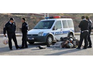 Polis Aracı İle Motosiklet Çarpıştı: 1 Yaralı