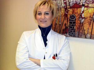 """Dr. Akçay: """"Onkolojide Hastaya Özel Tedavi Planlanmalı"""""""