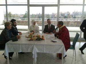 Amerikalı Öğretim Öğretim Üyesine Konya'da Düğün