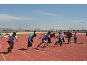 Erzurum'da puanlı atletizm heyecanı yaşandı