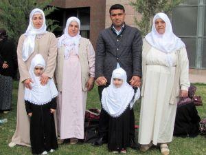 Küçük Kız Kardeşlerin Mekke Sevgisi