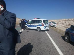 Niğde'de öğretmen servisiyle, ticari araç çarpıştı: 14 yaralı