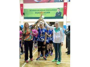 Hentbolde Bursa birincisi Mudanya Çilingiroğlu Ortaokulu oldu