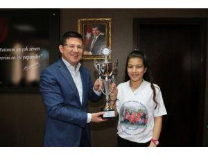 Şampiyon Kızlardan Başkan Subaşıoğlu'na Ziyaret