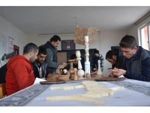 Vali Çınar'dan Tatso'nun El Sanatları Kursuna Ziyaret