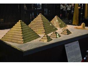 157 Kilo Saf Altından Yapılan Mısır Piramitlerine Yoğun İlgi