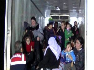 Jandarmadan Sığınmacılara Şefkat Eli