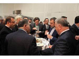 Turizm Bakanı Ünal'dan Gaziantep Standına Özel İlgi
