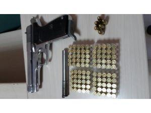 Adana'da silah kaçakçılığı yaptığı iddiasıyla 7 kişi gözaltına alındı