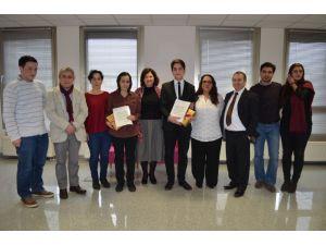 Almanya'da başarılı Türk öğrenciler ödüllendirildi