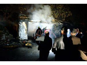 Köfteci dükkanında çıkan yangın korkuttu