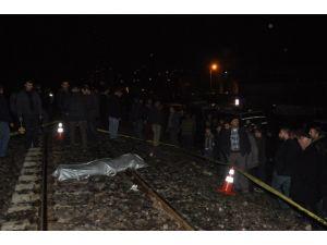 Tatvan'da Tren Yolcu Minibüsüne Çarptı: 1 Ölü, 3 Yaralı