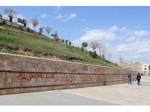 Kale Duvarındaki Yazılar Görüntü Kirliliğine Neden Oluyor
