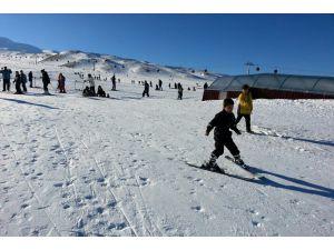 Erciyes'te kayak sezonunun nisan ayına kadar sürmesi bekleniyor