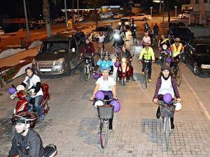 Didim'de Bisiklet Seven Kadınlar Şehir Turu Attı
