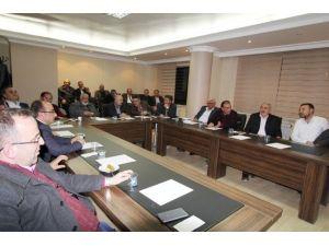 Bayburt Belediye Başkanı Memiş, Müteahhitlerle Bir Araya Geldi