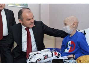 Beyin Tümörü Hastası Furkan'a Başkan Gürlesin'den Moral Ziyareti