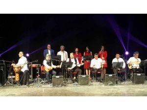 Öğretmenlerden 5 dilde konser