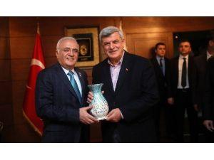 Bakan Elitaş, Kocaeli Büyükşehir'i Ziyaret Etti
