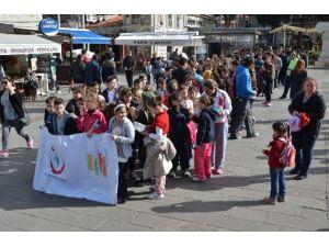 Foça'da Vatandaşlar Sağlık İçin Yürüdü