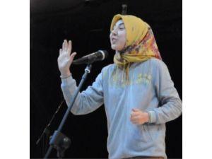 Liseli Genç İstiklal Marşı'nı Adeta Yaşayarak Okudu