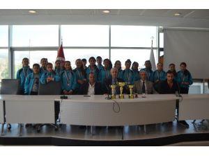 Söke'de Savuca Ortaokulu Kız Futbol Takımı Başarılarını Sürdürüyor