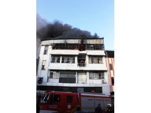 Ayakkabı imalathanesinde korkutan yangın