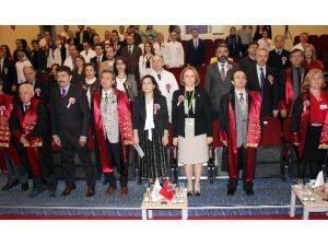 Bezmiâlem Vakıf Üniversitesi'nde Tıp Bayramı Kutlaması