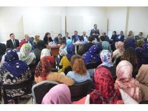 Komisyon Üyeleri Madde Bağımlılığı Konusunda Aileleri Bilinçlendirdi