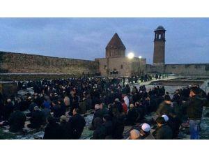 """Tarihi Kalede """"Kurtuluş Namazı"""" Kılındı"""