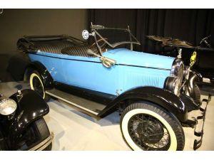 Kıbrıs'ta klasik araçlar, yakın tarihte yolculuğa çıkarıyor