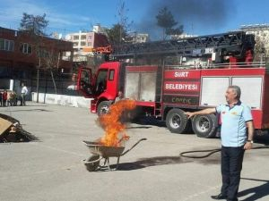Öğrencilere Deprem Ve Yangın Tatbikatı Yaptırıldı