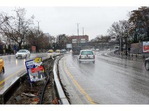 Atatürk Bulvarı'nın Sıhhiye Köprüsü İle Opera Köprüsü Arasındaki Yola Bariyer Döşendi