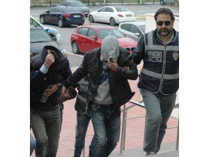 Göçmen kaçakçı çetesi adliyeye getirildi