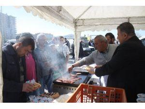 Kayseri Ticaret Borsası Tarım Fuarı'nda 5 Bin Sucuk Ekmek Dağıttı
