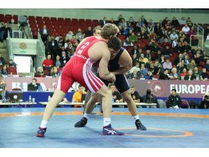 Avrupa Grekoromen Güreş Şampiyonası'nın ilk gününden bir final çıktı