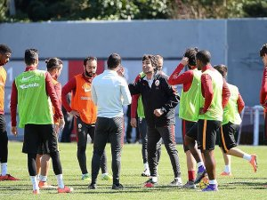 Sneijder Ankara'ya götürülmedi
