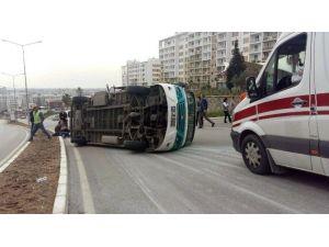 Otomobil İle Minibüs Çarpıştı: 11 Yaralı