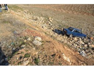Kayalıklara Uçan Aracın Sürücüsü Sıyrıklarla Kurtuldu