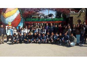 YGS Sınavı İçin Gazi Kente Gelen Çocuklara Hayvanat Bahçesi Gezisi