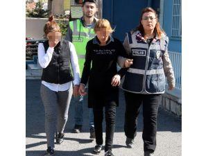 Kadın Hırsızlar Önce Kameraya Sonra Polise Yakalandı