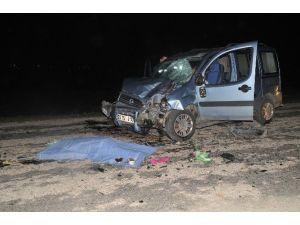 Otomobil İle Motosiklet Kafa Kafaya Çarpıştı: 1 Ölü, 2 Yaralı