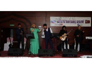 Ruslar, Şarkılarla Barış Çağrısında Bulundu