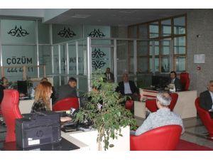 Kahramanmaraş Büyükşehir Belediyesi Sorunları Masada Çözüyor