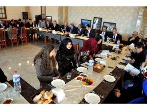 """""""Ben Erzincan'ı Yönetseydim"""" Konulu Kompozisyon Yarışmasında Başarılı Olan Öğrenciler Bir Araya Geldi"""