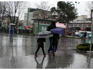 Sakarya Yeni Haftaya Yağmurla Başladı